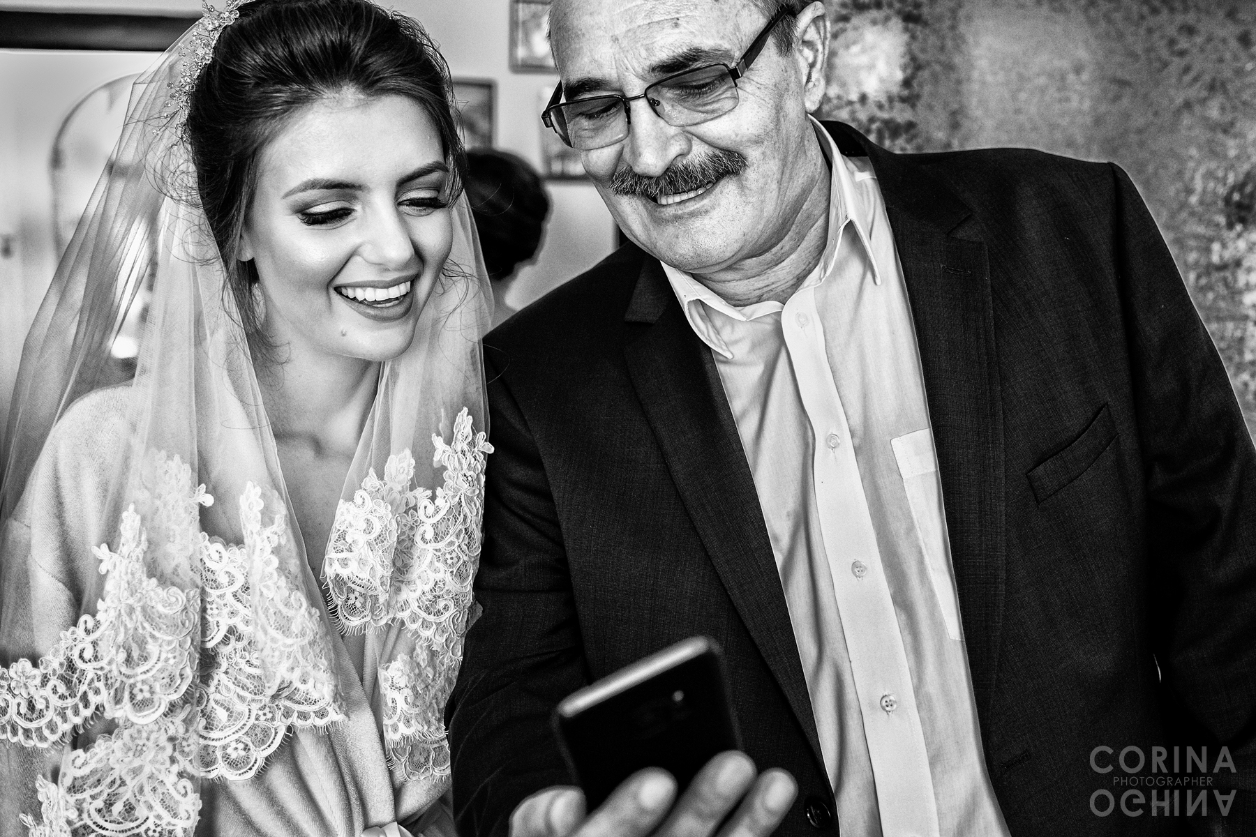 Father of bride showing a picture on his phone