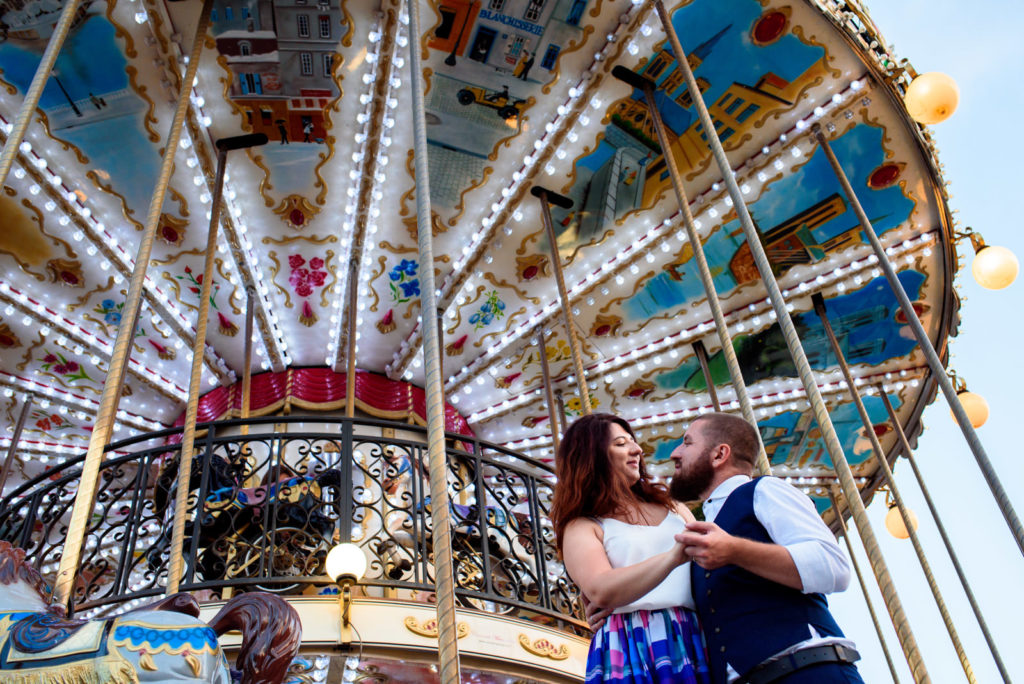couple photo shoot in Paris with Carousel